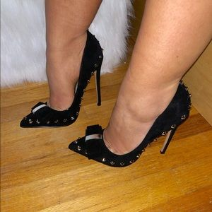 Spikes and bow heels